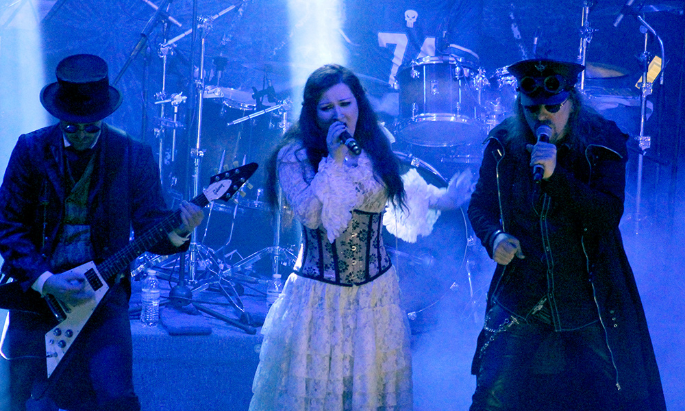 Therion-cafe-iguana-dark-vission-2015